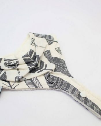 bib with dummy holder in grey feathers print