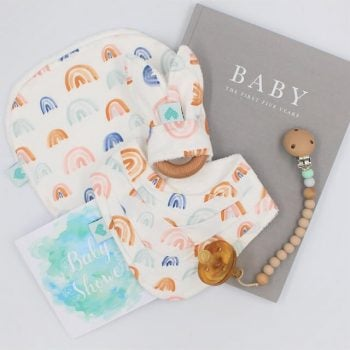 Rainbows print baby shower gifts set