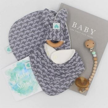 Baby shower gift set in Kangaroos print